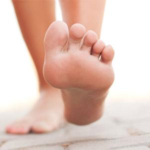 Почему ощущается боль в области пятки при ходьбе