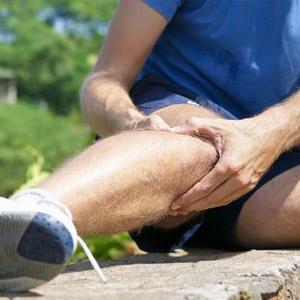 Почему хрустят колени при приседаниях